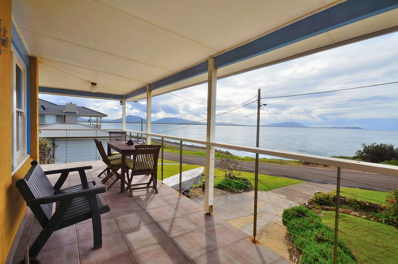 Frolic,Panoramic Coastal Retreat, vacation rental in Coopernook