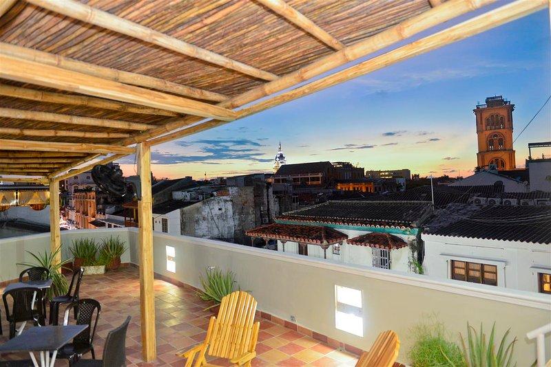 terrasse sur le toit expansif avec vue imprenable sur la vieille Cartagena!