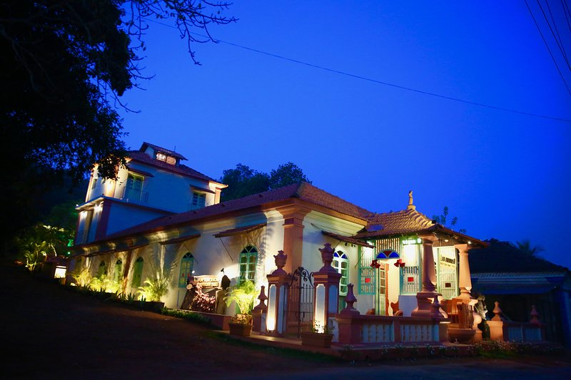 Lar Amorosa - 12 Bedroom/11Bath Boutique Portughese Villa, vacation rental in Porvorim