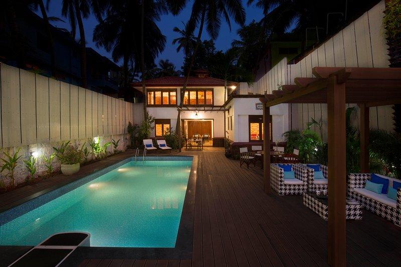 Villa - a piscina à noite.