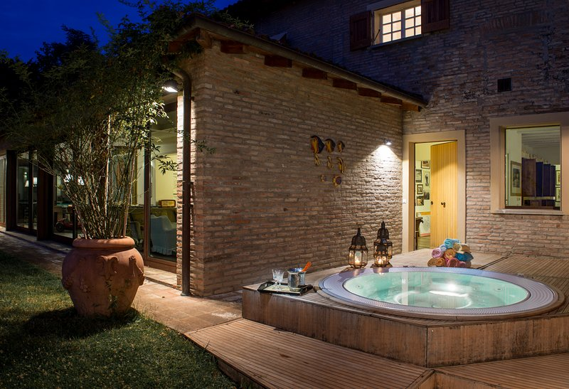 Amazing villa monte quercione zola predosa has patio and for Design hotel zola