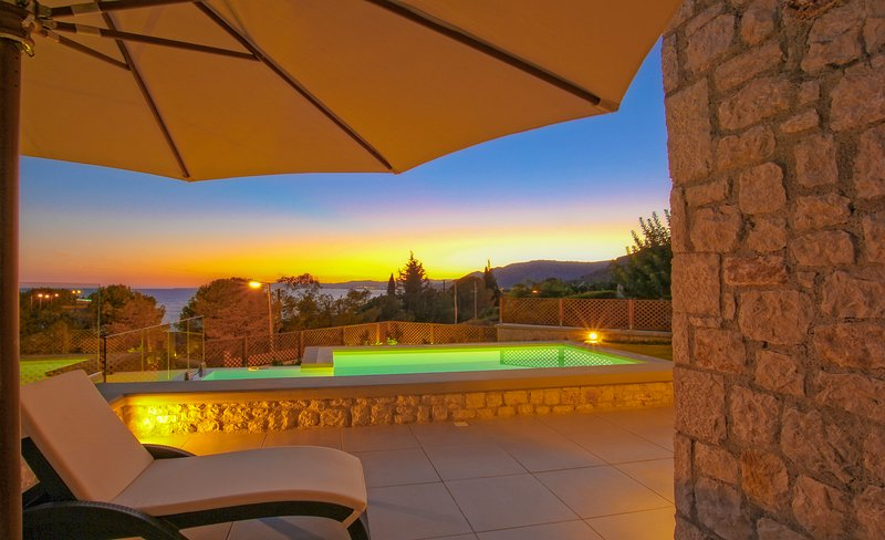 Villa Luciana. Private Exclusive 3 bedroom/ one bathroom villa with private pool, holiday rental in Pefkos