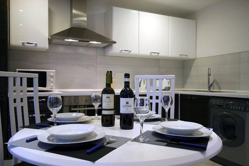 Mesa de jantar vista a Cozinha