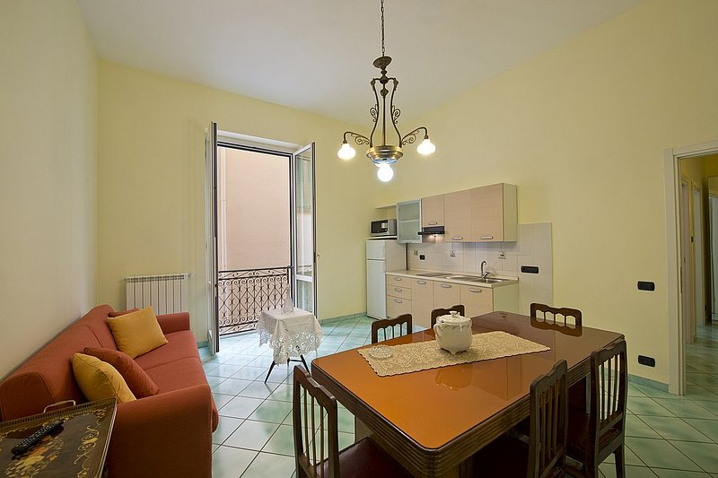 Vietri sul Mare Villa Sleeps 4 with WiFi - 5310350, holiday rental in Benincasa