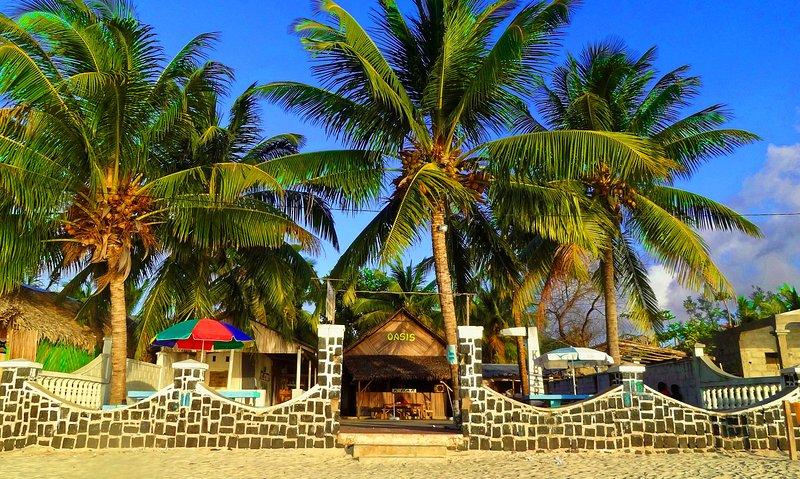L'hôtel restaurant k-bar oasis, les pieds dans l'eau.Tarif pour 1 chambres, location de vacances à Province d'Antsiranana