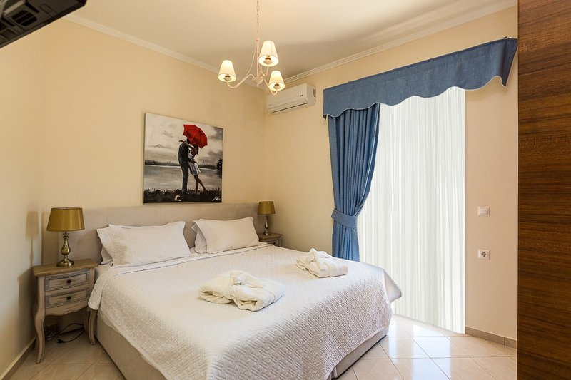 Double bedroom with balcony access!