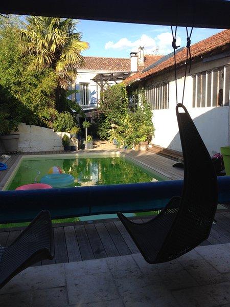 extérieur : piscine privée et chauffée