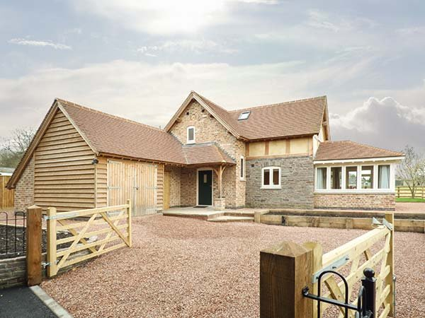 ROSE COTTAGE, detached, original features, woodburning stove in Winforton, ref, vacation rental in Brilley