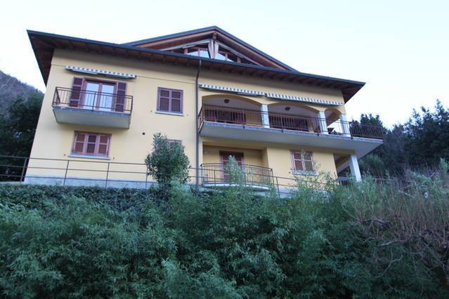 VILLA ROSINA - 3 units with lake views free WIFI, alquiler vacacional en Nesso