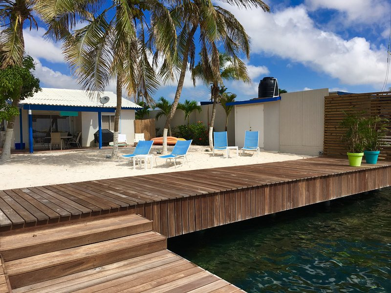 Beautiful Waterfront Beach House, vacation rental in San Nicolas