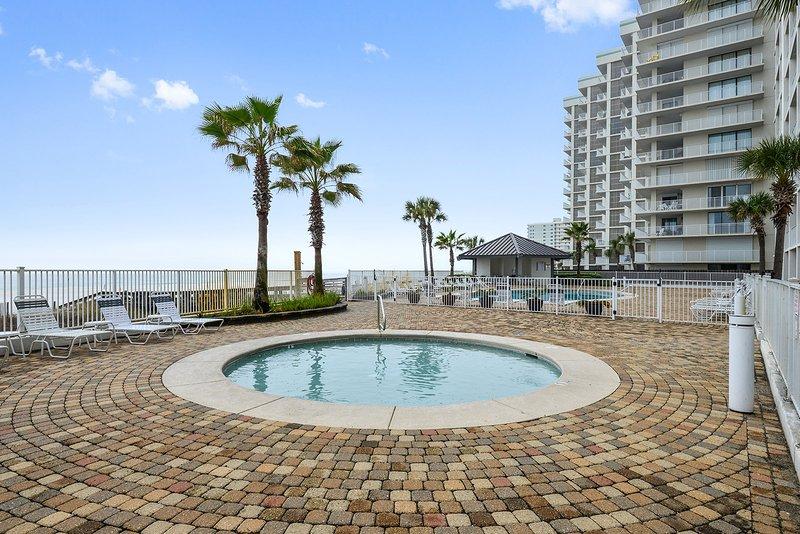 La piscina para niños es pasos de Windward Pointe 101.
