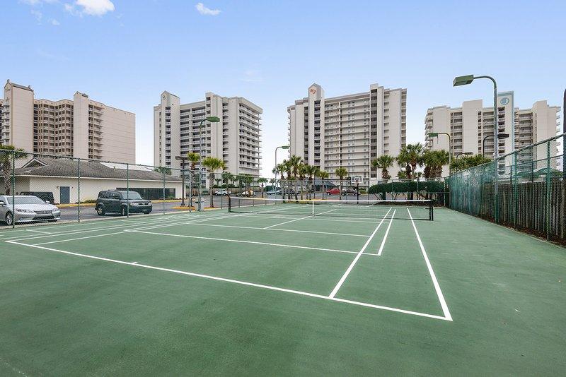 juego de pelota de tenis Tenis / cesta en el sitio. Por favor, no olvide traer su equipo.