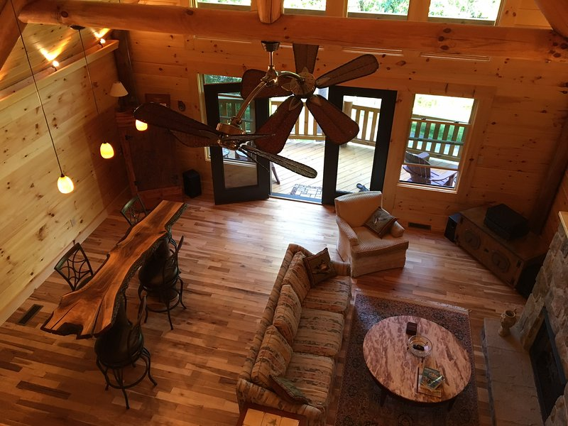 Brand New Log Cabin...Close to Asheville!, location de vacances à Asheville