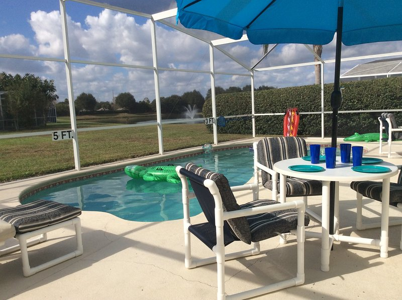 Fabulous, Modern Well Equipped, Sunny Pool Deck, 5 Bedroom Villa, vacation rental in Davenport