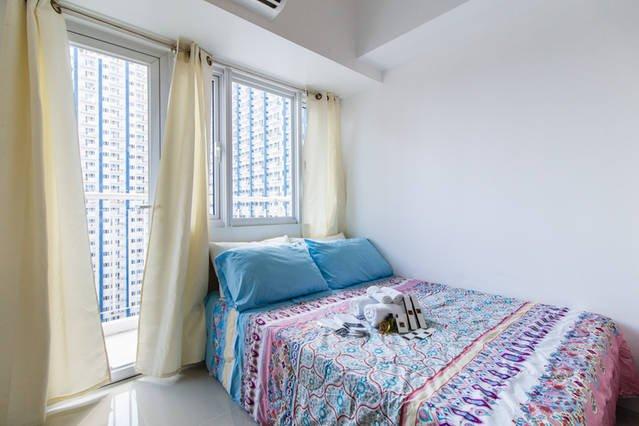 Exquisite Condotel with  Balcony, Wifi & MALL  in Central Manila, vacation rental in Binangonan