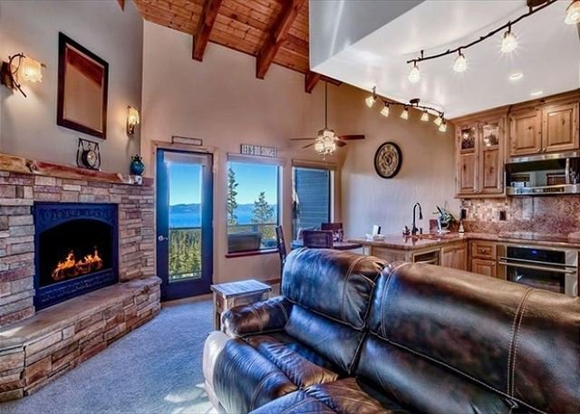 The Honeymoon Lodge, unit H(SL750-H), holiday rental in Stateline