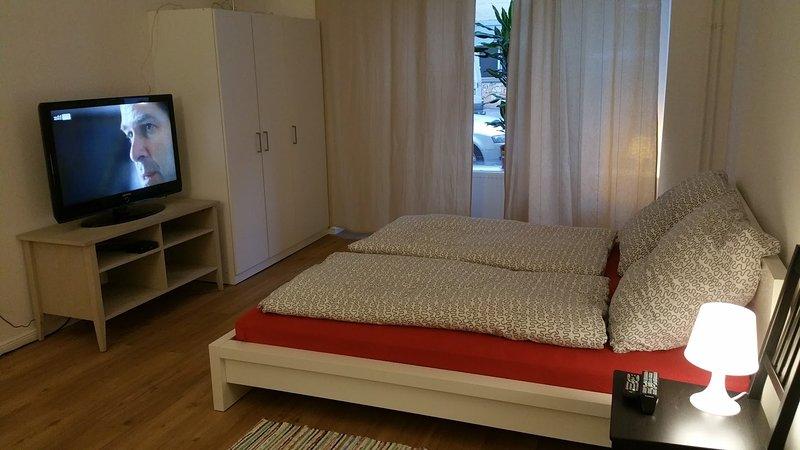 Moderne 88 Qm Wohnung im Schillerkiez Berlin, holiday rental in Mahlow