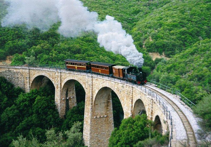 trem de montanha tradicional para Sideseeing.