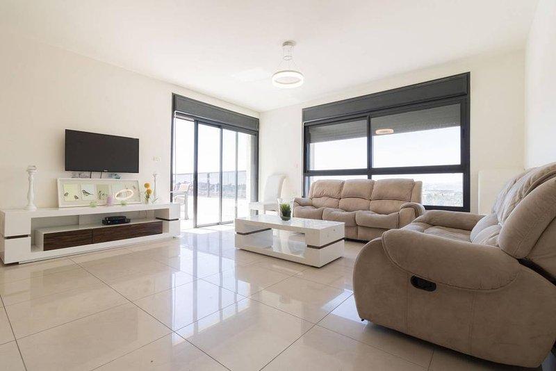Jerusalem huge brand new modern apartment, alquiler de vacaciones en Mevaseret Zion