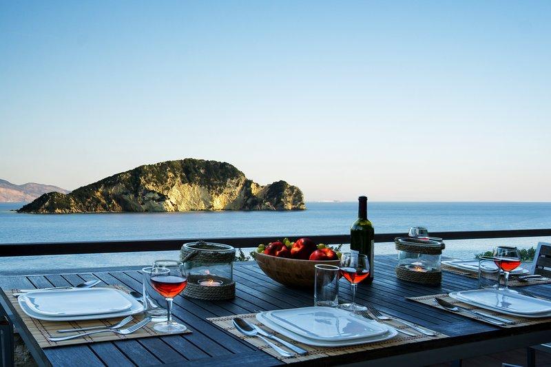 Villa With Private Pool - Fantasic Sea View - For 2 Adults + 2 Children, location de vacances à Marathias