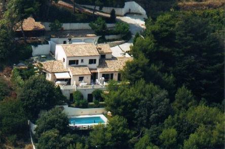 Grande Villa Familiale de 6 chambres avec piscine et billard, holiday rental in St-Laurent du Var