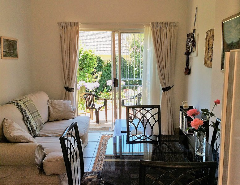 Peaceful Garden Cottage - Self-catering holiday accommodation in Pretoria, vacation rental in Centurion