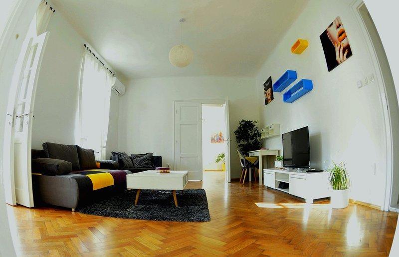 Centro Wohnung befindet sich im Herzen der Stadt Zagreb. Es gibt eine kostenlose öffentliche Parkplätze.