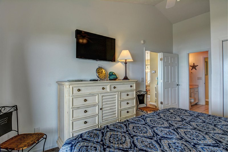 Lots of dresser and closet space, 40' 'Smart' HDTV with connected bathroom