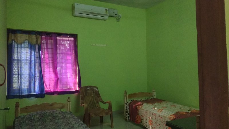 Double room waiting for you. Attached bathroom.shower