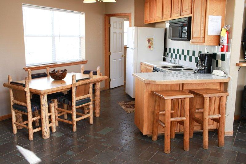 La cocina está totalmente equipada para disfrutar de la cocina y el entretenimiento con sus amigos y familiares.