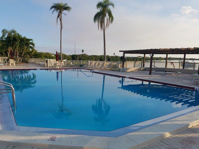 Beautiful Slice of Paradise - Isla Del Sol, holiday rental in Tierra Verde