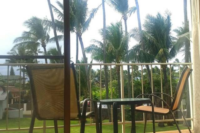 Profitez de la véranda et de palmiers. Entendre les vagues qui se brisent dans la nuit