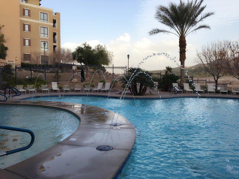 Luxury Lake View 1 bedroom suite condo in Lake Las Vegas, holiday rental in Boulder City