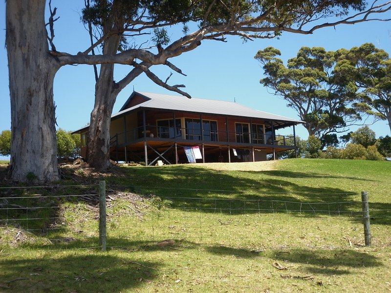 Karri Vista - peaceful setting with valley views, vacation rental in Denmark