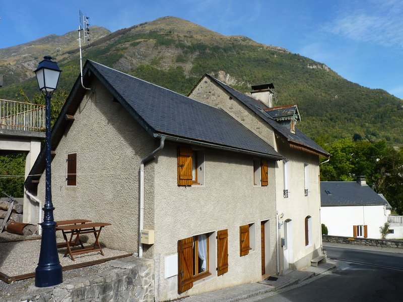 Amazing house with mountain view, alquiler vacacional en Sassis