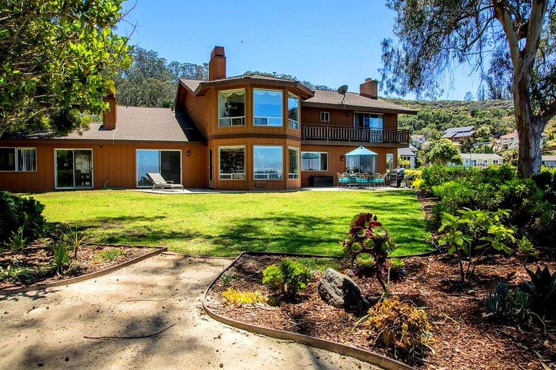 This spacious back yard overlooks the ocean and Morro Rock with patio set and extra chairs & BBQ