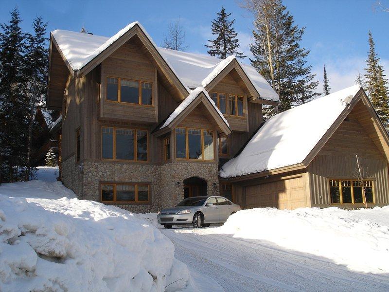 Columbia Mountain Lodge - com garagem dupla aquecida e abundância de estacionamento fora da estrada