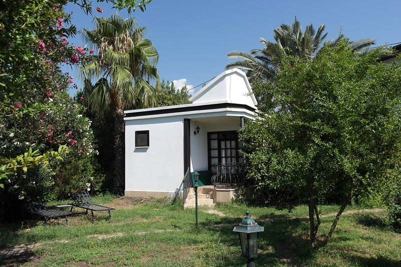 Bungalow Snowwhite in Cirali, B&B, holiday rental in Beycik