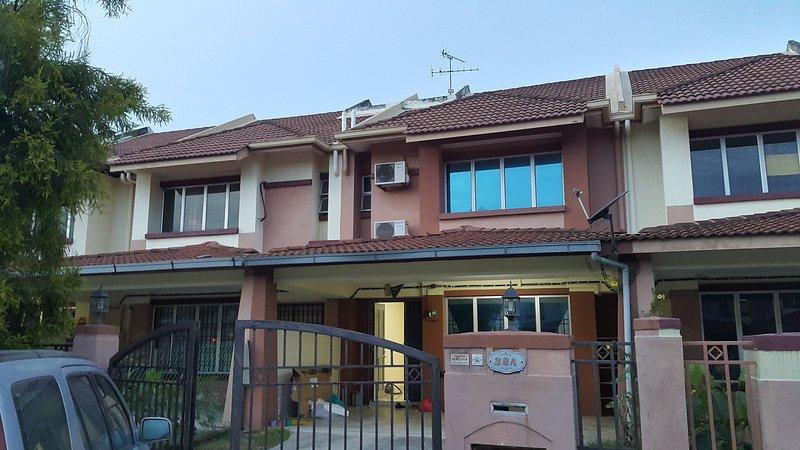 Simple cosy clean 4 bedroom, vacation rental in Klang