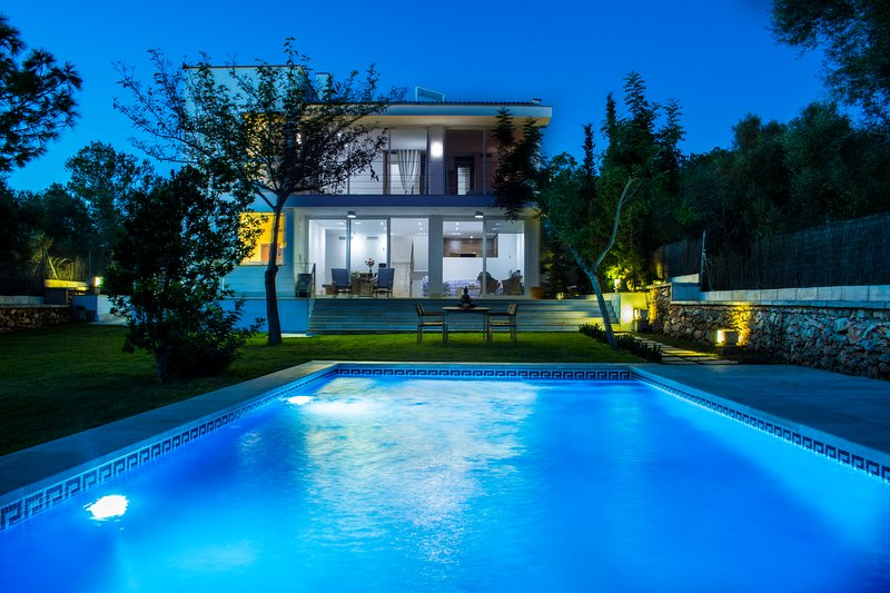 Tripadvisor villa moderna con piscina y vistas for Villa moderna con piscina