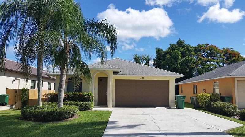 Single family Pool Home Close to the Gulf., holiday rental in Naples Park