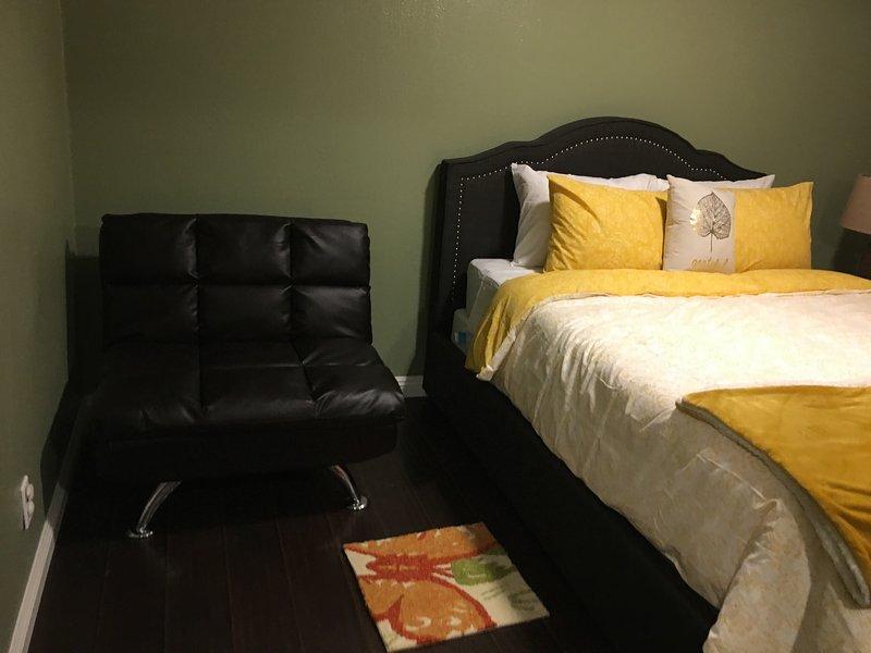 quarto de hóspedes com futon