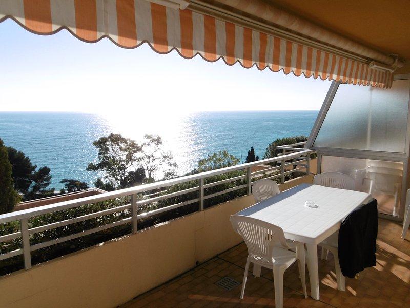 GolfeBleu Monaco Appt 6 pers Vue sur Mer exceptionnelle, vacation rental in Roquebrune-Cap-Martin