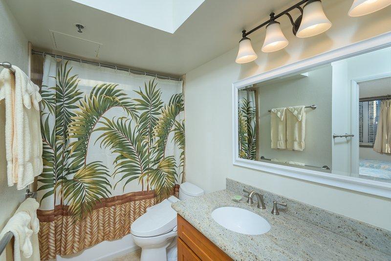 Banheiro com vaso sanitário Washlet