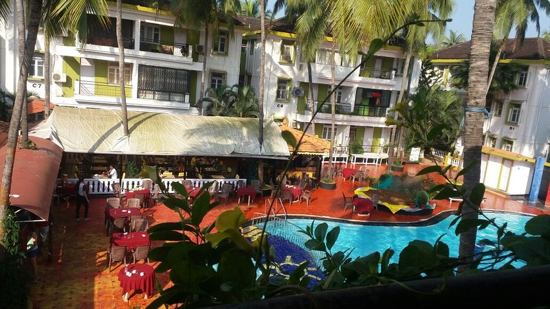 Poolside Serviced Apartment in Candolim, holiday rental in Sinquerim