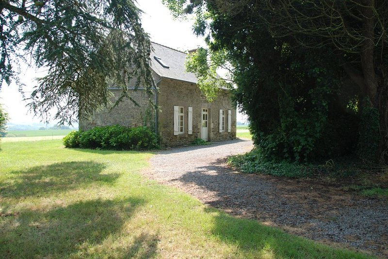 Beautiful house in Jugon-les-Lacs, vacation rental in Broons