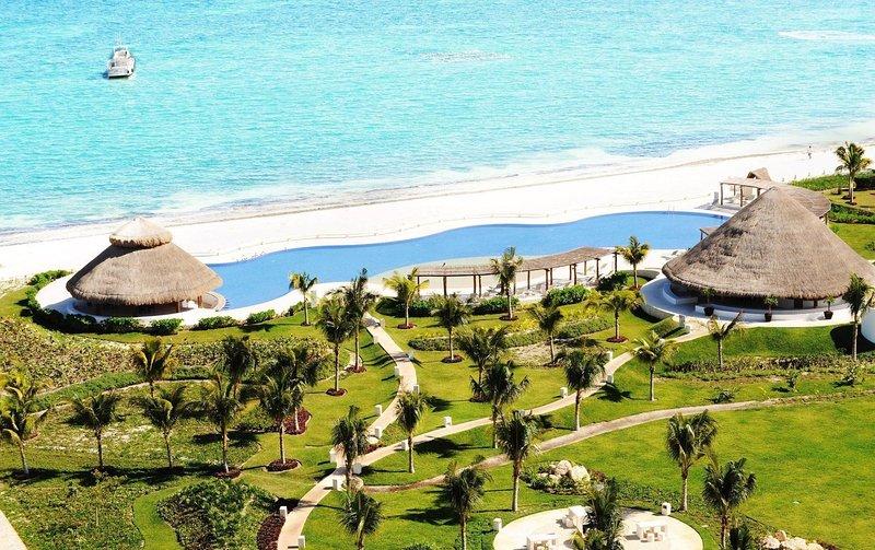 AMARA Cancun Ocean Front Pent Garden Apartment, vacation rental in Cancun