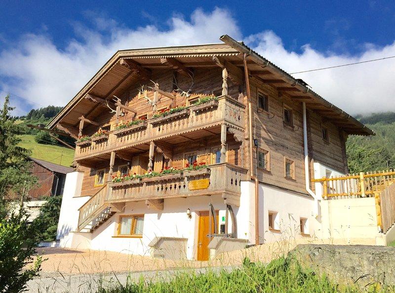 Vrijstaand 5* Chalet met veel uitstraling vlakbij de piste in het Zillertal, aluguéis de temporada em Fugen