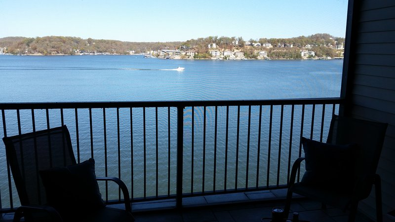 Magnificant unobstructed view on main channel.  completely renovated  3BR/3BA, holiday rental in Lake Ozark
