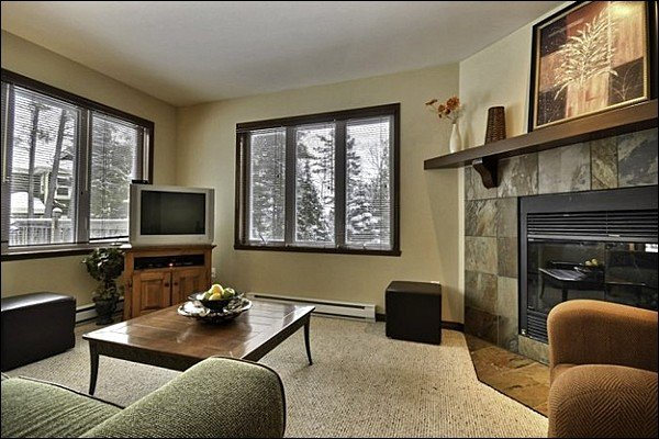 Short Drive to Tremblant Pedestrian Village/Hill, Affordable 4BR Condo (215447), holiday rental in Lac-des-Plages